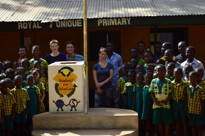 At each schools we got the chance to have a photo taken with some of the pupils.